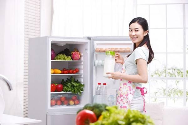 Hướng dẫn cách vệ sinh tủ lạnh cũ đúng cách tại nhà